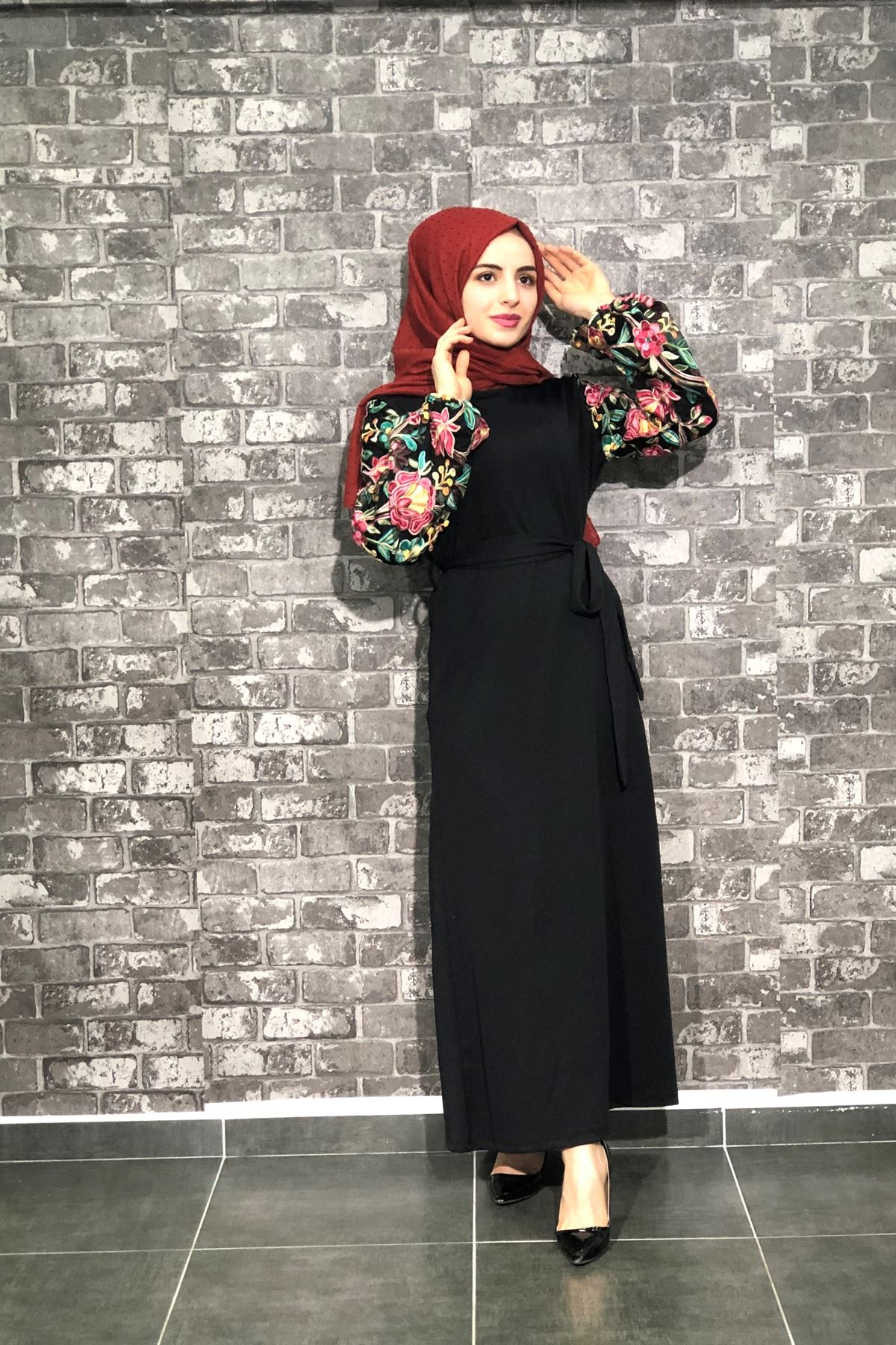 Kolları Nakışlı Elbise - Siyah