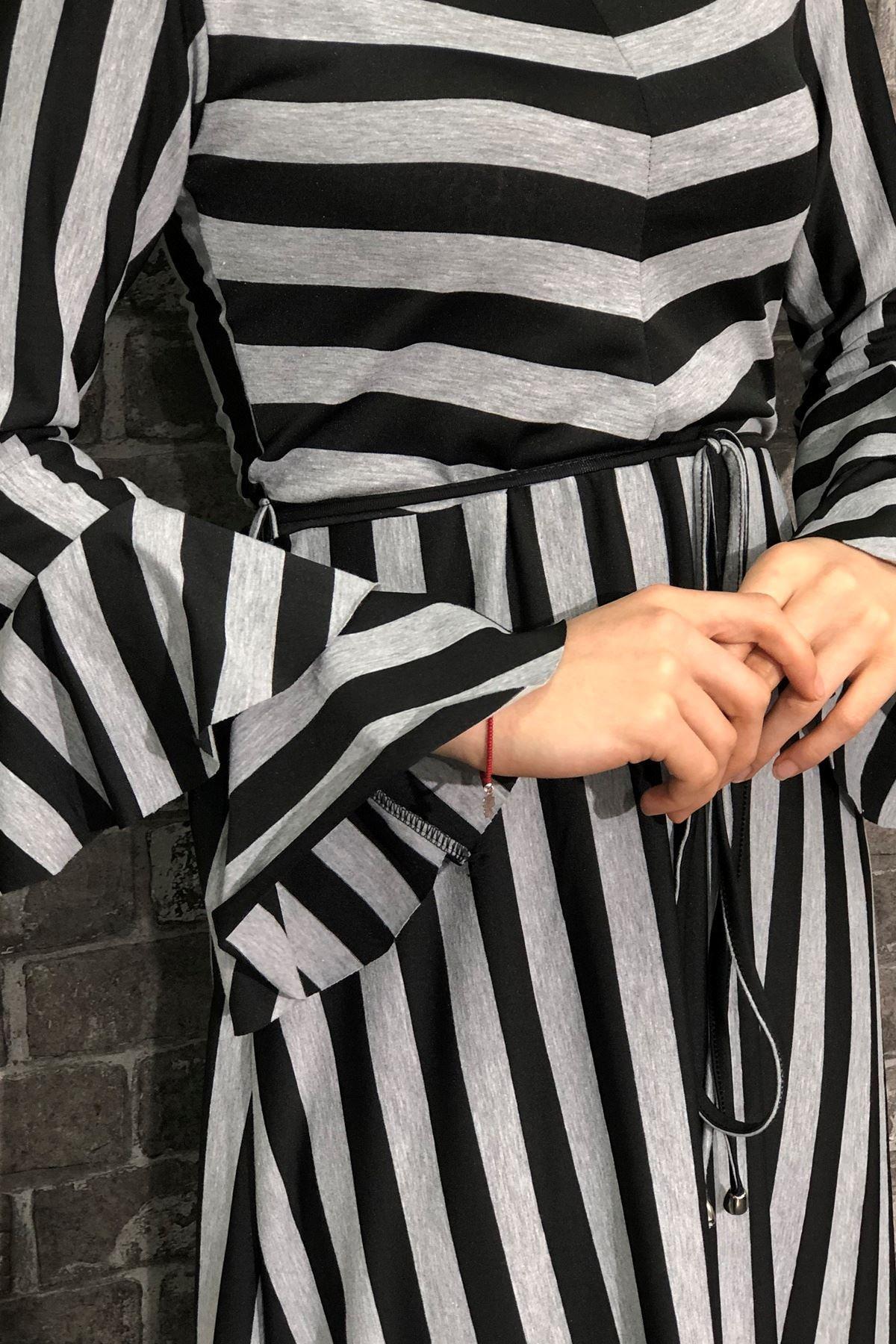 Büyük Beden Volan Kol Çizgili Elbise-Siyah Gri