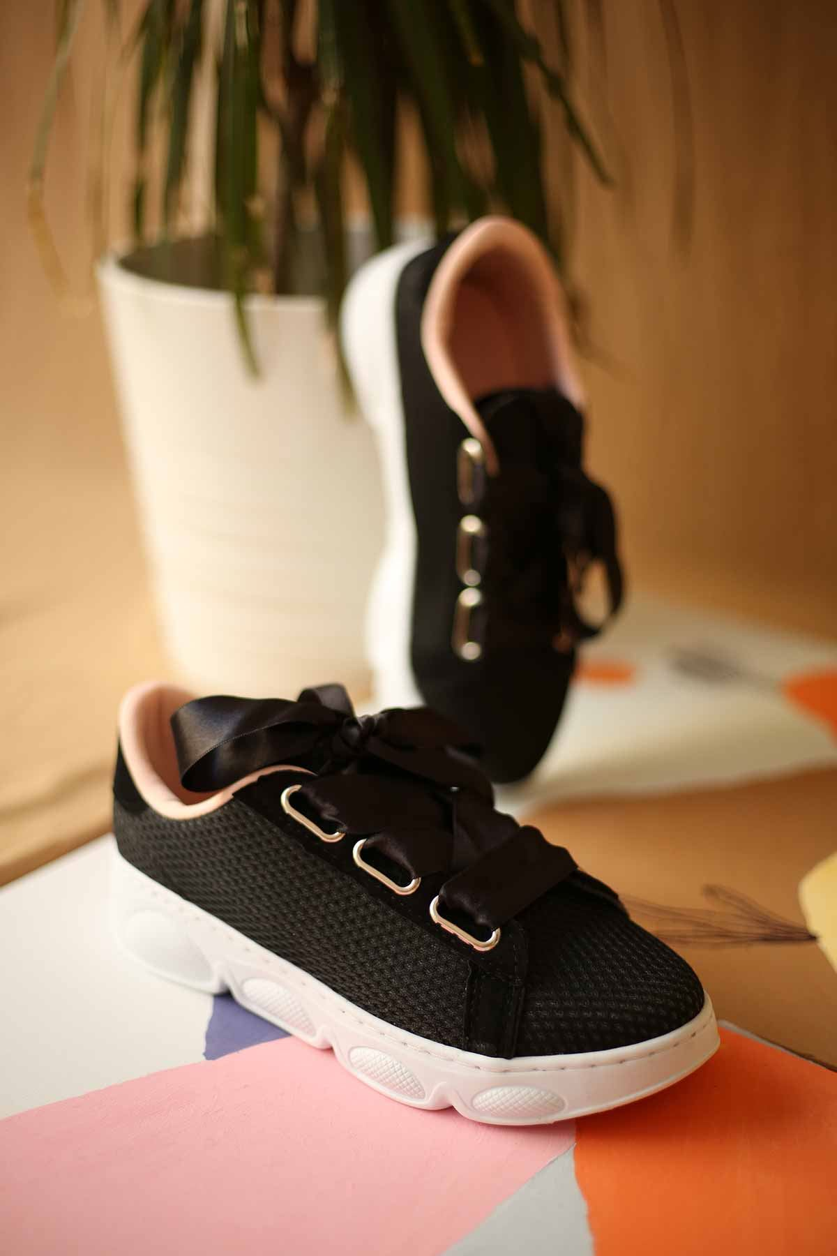 Kalın Bağcıklı Spor Ayakkabı - Siyah