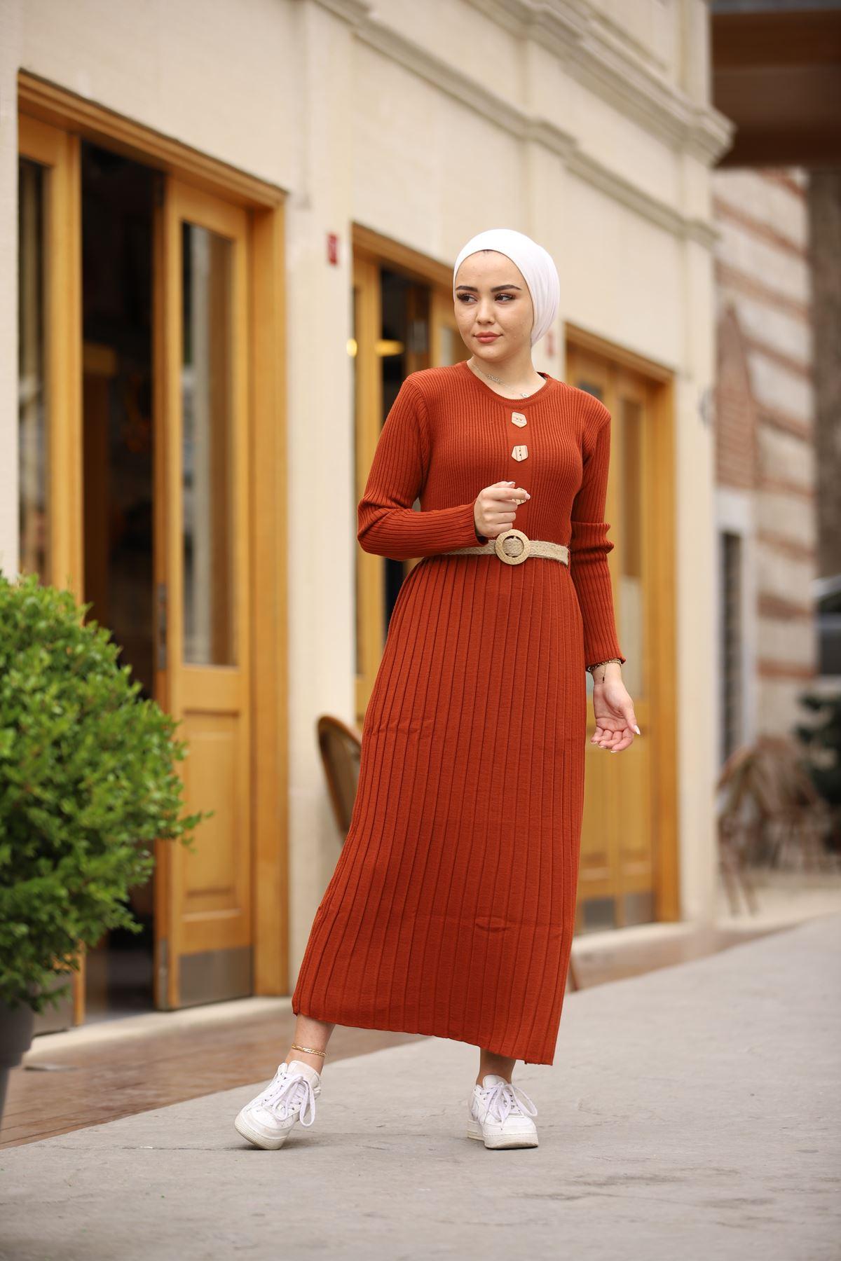 Taş Düğmeli Kemerli Triko Elbise - Kiremit