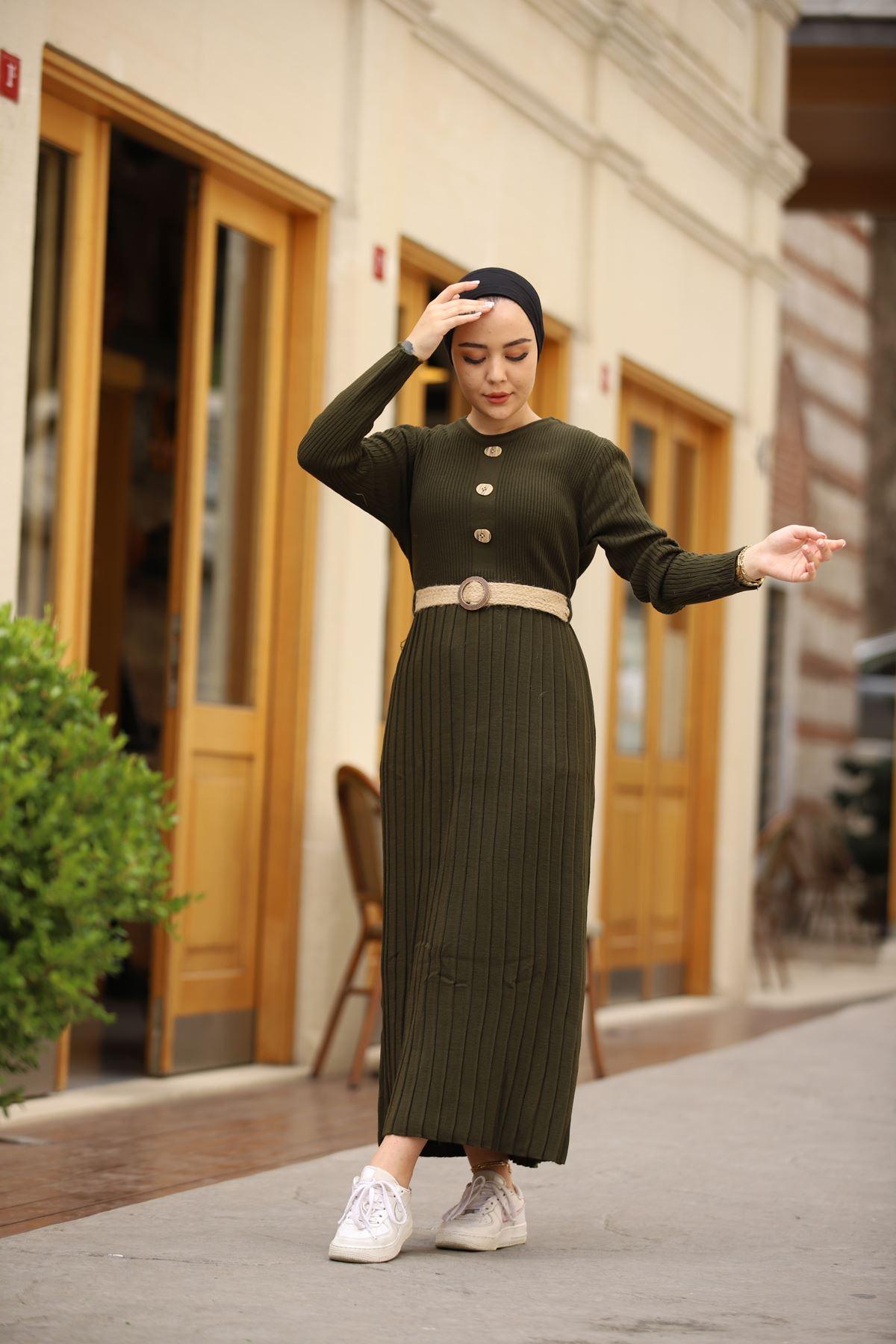 Taş Düğmeli Kemerli Triko Elbise - Haki